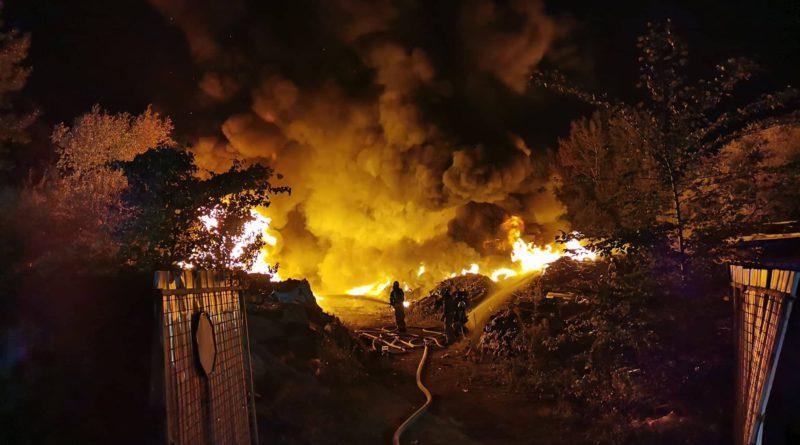 Požar na avtoodpadu  na Cesti dveh cesarjev 10.9.2020