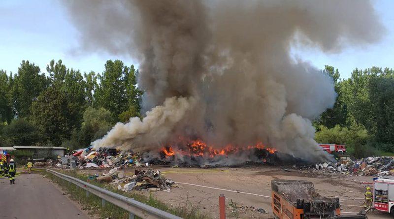 Požar odpadkov na Cesti dveh cesarjev 31.7.2021